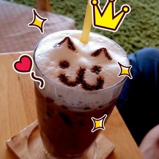 โกโก้เย็น - 位於หนองบอน的Makura Cat Cafe' (มาคุระ) (หนองบอน) | 曼谷
