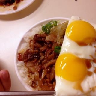 滷肉飯(加蛋) - Hukou Township's 老五鹹粥 (Hukou Township)|Hsinchu / Miaoli