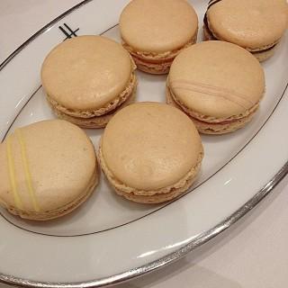 6 Flavors Macaron - Pathum Wan's Harrods Tea Room (แฮรอดส์ ทีรูม) (Pathum Wan)|Bangkok