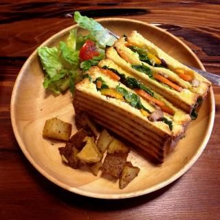 蔬菜南瓜燒烤三明治 - 位於北區的2/100咖啡 (北區) | 新竹/苗栗