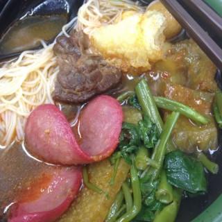 豬皮魚蛋紅腸雞翼通菜 - 位於荃灣的千色車仔麵 (荃灣) | 香港