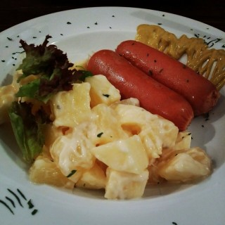 German Sausage with Pineapple and Apple Salad -  尖沙咀 / Barista Caffe (尖沙咀)|香港