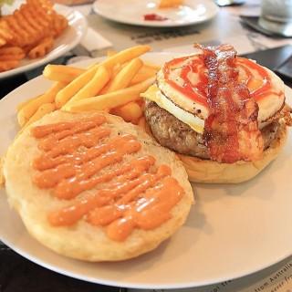 เบอร์เกอร์ - 位於คลองตันเหนือ的Burger Factory (เบอร์เกอร์ แฟคทอรี่) (คลองตันเหนือ) | 曼谷