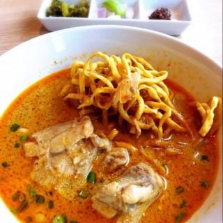 ข้าวซอยไก่ - Din Daeng's The Terrace Restaurant (Din Daeng)|Bangkok