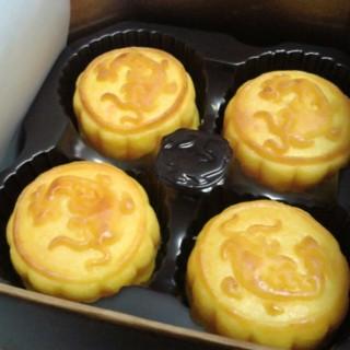 Custard mooncake -  dari Mei Jiang (คลองต้นไทร) di คลองต้นไทร |Bangkok