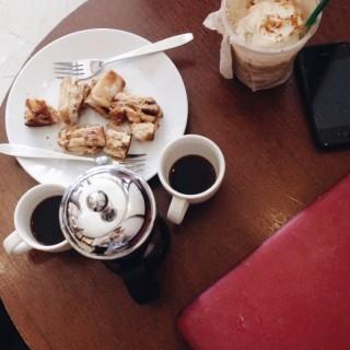 ขนมปัง กาแแฟ - ในคลองตัน จากร้านStarbucks Coffee (สตาร์บัคส์) (คลองตัน)|กรุงเทพและปริมลฑล