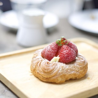 Strawberry danish  - Kowloon Tong's Simplylife Bakery Cafe (Kowloon Tong)|Hong Kong