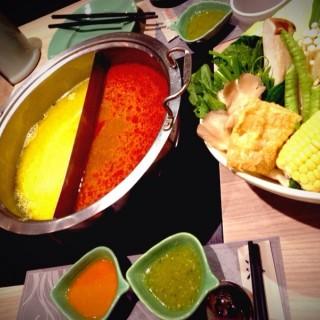 泰式青醬咖哩鍋+泰式酸辣鍋 - ใน中壢區 จากร้าน銀湯匙泰式火鍋 (中壢區)|Taoyuan