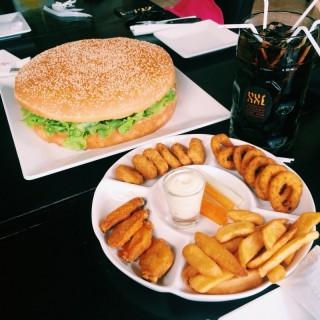 Burger - Huahin's XXL Kitchen (Huahin)|Prachuap Khiri Khan