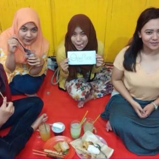Es Tape Ketan, Es jeruk, Nasi Kucing, Sate-satean -  dari Angkringan Depan KR di  |Yogyakarta