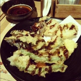 tempura with blackpepper sauce - ในThamrin จากร้านTen Ten (Thamrin)|Jakarta