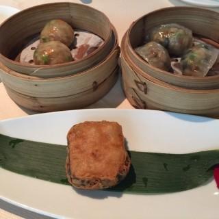 Radish cake, XO scallops dumpling, vegetarian dumplings  -  City Hall / 夏苑 (City Hall)|Singapore