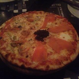 Pizza smoked salmon -  คลองตันเหนือ / Wine Republic Bangkok ทองหล่อ10 (คลองตันเหนือ) กรุงเทพและปริมลฑล