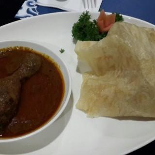 roti canai with chicken curry - Cihampelas's Katjapiring (Cihampelas)|Bandung