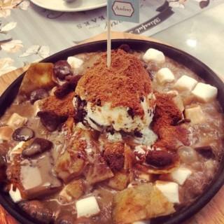 Chocolate Fondue - 位于ปทุมวัน的Petite Audrey (เปอตี๊ด ออเดรย์) (ปทุมวัน) | 曼谷