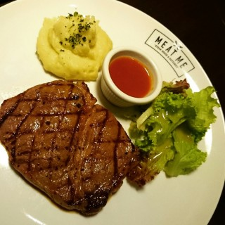 Tenderloin Beef Steak - ในKuningan จากร้านMeat Me Steakhouse and Butchery (Kuningan)|Jakarta