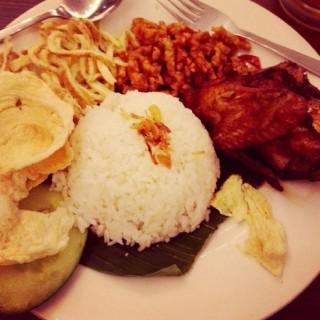 Nasi Uduk Komplit -  dari Kafe Betawi (Slipi) di   Jakarta