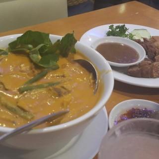 Beef Kare-kare -  dari Gerry's Grill (Fairview) di Fairview |Metro Manila