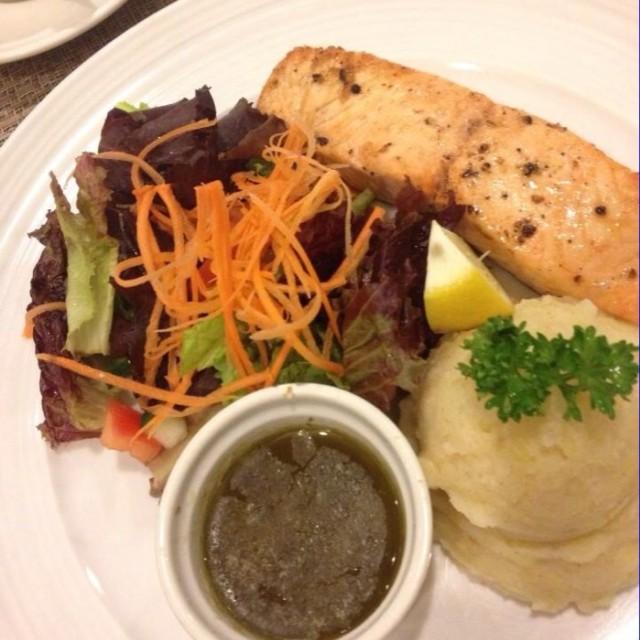 Grilled Salmon in Lemon Caper Sauce - Quezon City's Dolcelatte|Café/Coffee Shop - Metro Manila