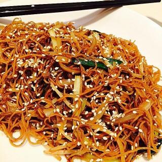 豉油皇炒麵 - 位於灣仔的越華會海鮮小館 (灣仔) | 香港