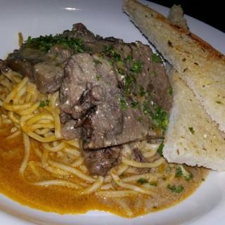 Roast Beef Pasta  -  dari Bistro Ravioli (Pasay) di Pasay  Metro Manila