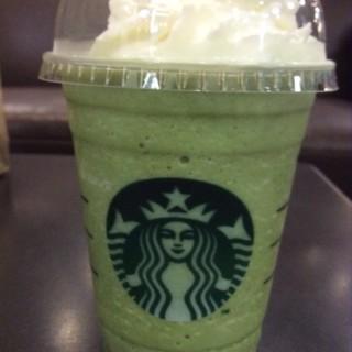 green tea frappuccino -  dari Starbucks Coffee (สตาร์บัคส์) (ปทุมวัน) di ปทุมวัน  Bangkok
