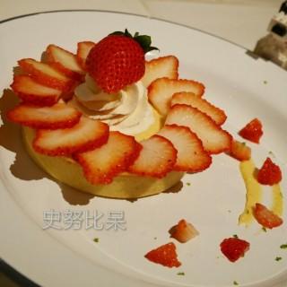 草莓塔 - ใน大安區 จากร้านStoppage Time 補時 (大安區)|Taipei