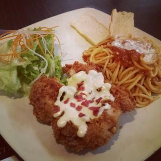Chicken Cordon Blue -  dari Tamani Kafe (Kuningan) di Kuningan |Jakarta