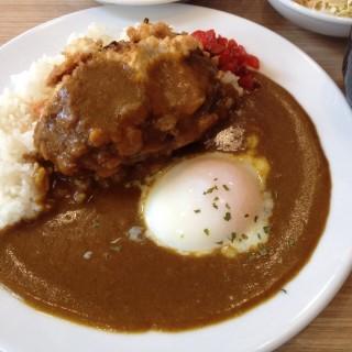 ข้าวแกงกะหรี่แฮมเบอร์เกอร์ทอดไข่ออนเซน -  dari Chou Nan Cafe (โชนัน คาเฟ่) (พระบรมมหาราชวัง) di พระบรมมหาราชวัง |Bangkok