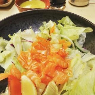 Salmon Salad - ในThamrin จากร้านSushi Tei (Thamrin)|Jakarta