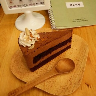chocolate moose cake - Nong Bon's Makura Cat Cafe' (มาคุระ) (Nong Bon)|Bangkok