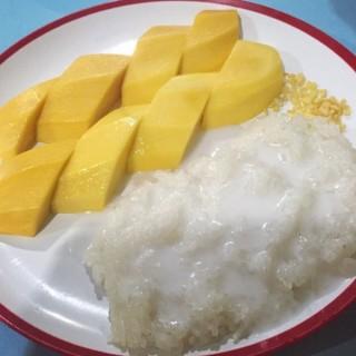 ข้าวเหนียวมะม่วง -  dari อบอร่อย (วังทองหลาง) di วังทองหลาง |Bangkok