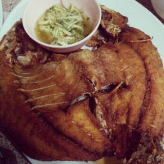 ปลากระพงทอดน้ำปลา - ใน จากร้านอบอร่อย (วังทองหลาง)|กรุงเทพและปริมลฑล