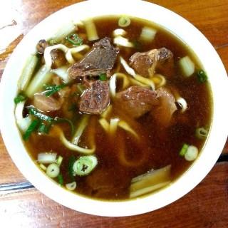 牛肉麵 - ใน集集鎮 จากร้าน八張隨意小吃 (集集鎮)|Changhua / Nantou