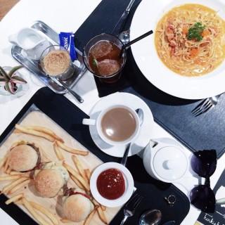 แฮมเบอร์เกอร์  -  ปทุมวัน / Greyhound Café (เกรย์ฮาวด์ คาเฟ่) (ปทุมวัน)|กรุงเทพและปริมลฑล