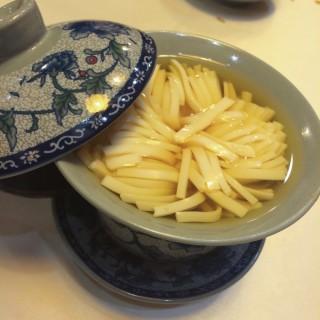 薑茶菊花 - 位于旺角的素食一家 (旺角) | 香港