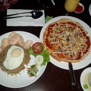 pizza dan nasgor -  dari Marin Lounge & Resto (Medan) di Medan |Other Cities