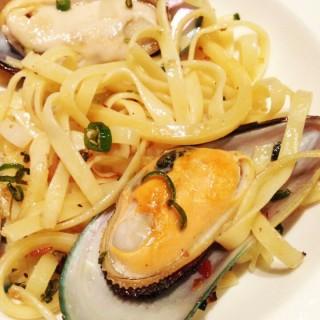 พาสต้าหอยแมลงภู่ผัดพริก - ในลุมพินี จากร้านThe SQUARE (Ploenchit) (ลุมพินี)|กรุงเทพและปริมลฑล