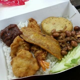 Nasi Lemak -  dari Lee Wee & Brother's Foodstuff (Tampines) di Tampines |Singapura