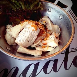 ปลากะพงลวกจิ้ม -  dari Laemgate (สามเสนใน) di สามเสนใน |Bangkok