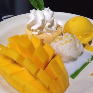 ไอศครีมข้าวเหนียวมะม่วง -  dari Mango Tango (แมงโก้ แทงโก้) (ปทุมวัน) di ปทุมวัน |Bangkok