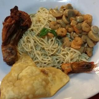 noodle ala braga  -  dari Braga Permai Resto & Cake Shop (Asia Afrika) di Asia Afrika |Bandung