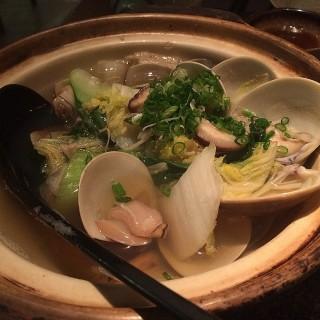清酒煮蜆 -  dari Zushi ANA (銅鑼灣) di 銅鑼灣 |Hong Kong