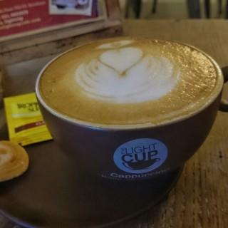 Hot Cappucino -  dari The Light Cup (Dukuh Pakis) di Dukuh Pakis |Surabaya