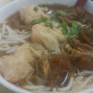 雲吞牛腩米線 -  灣仔 / 肥仔記麵食 (灣仔) 香港