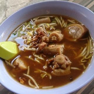 Pig Tail Noodles in Soup 豬尾麵 -  dari Beach Road Prawn Noodle House (Joo Chiat) di  |Singapura