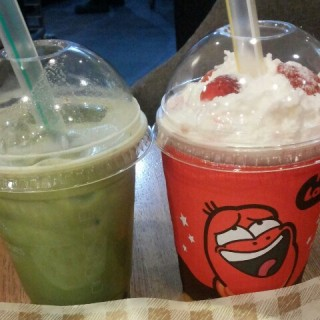 Green Tea Bubble and Strawberry Shake -  dari Tous les Jours (Kuningan) di Kuningan |Jakarta
