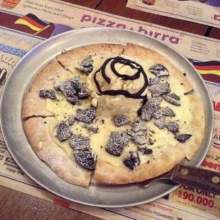 Oreo Cheesecake Pizza -  dari Pizza é Birra (Cihampelas) di Cihampelas |Bandung