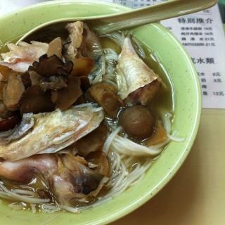 天麻川芎白芷魚頭米 - ใน高士德 จากร้าน二龍喉粥麵專門店 (高士德)|มาเก๊า