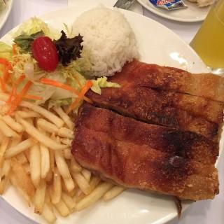 燒乳豬 -  dari Restaurante ESCADA (新馬路) di 新馬路  Macau